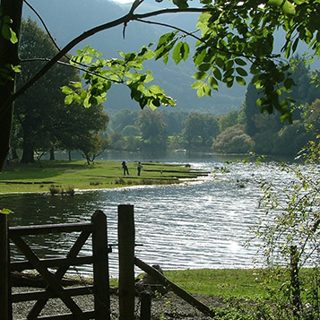 Peak District walk along the river